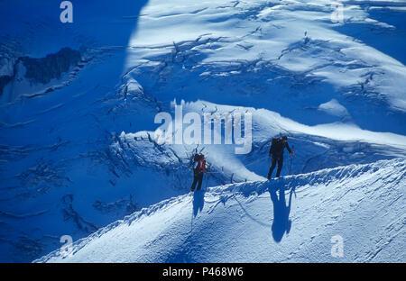Two roped climbers on the Midi ridge in Chamonix, France - Stock Image