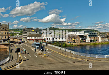 INVERNESS CITY SCOTLAND CENTRAL CITY TRAFFIC LIGHTS AND PEDESTRIANS ON THE NESS ROAD BRIDGE - Stock Image