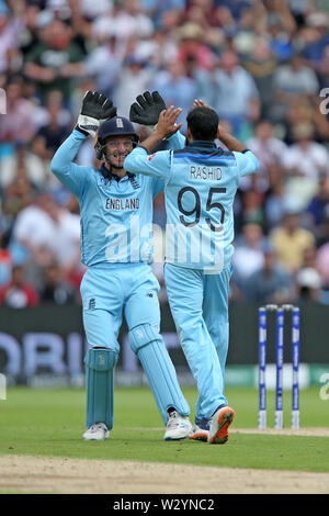Birmingham, UK. 11th July 2019; Edgbaston, Midlands, England; ICC World Cup Cricket semi-final England versus Australia; Adil Rashid and Jos Buttler celebrate after taking the wicket of Glenn Maxwell for 22 runs Credit: Action Plus Sports Images/Alamy Live News - Stock Image