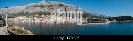 City of Makarska and calm blue sea panorama on sunny summer day - Stock Image