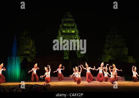 Thailand, Nakhon Ratchasima, Phimai.  Sound and light show drama at the Khmer temple of Prasat Phimai - Stock Image