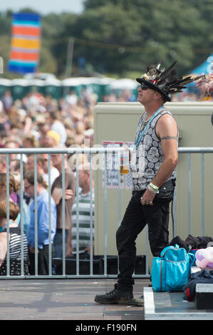 Portsmouth, UK. 29th August 2015. Victorious Festival - Saturday. A man in a steampunk hat watches Texas from the - Stock Image