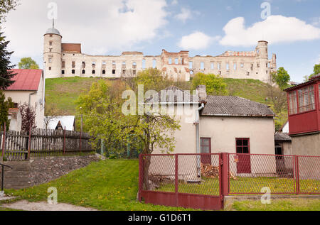 Janowiec Castle ruins on the hill, historical building view across the house backyard below, active leisure in Poland, - Stock Image