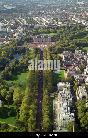 Aerial view of the Mall leading to Buckingham Palace in London - Stock Image