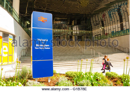 Bimingham, England, UK. 12th May 2016. UK Weather, Sunshine in Birmingham, the front of Birmingham New Street Station. - Stock Image