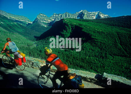 Two men with bicycles on route over Logan Pass also called Going-to-the-Sun Road in Glacier National Park in Montana - Stock Image