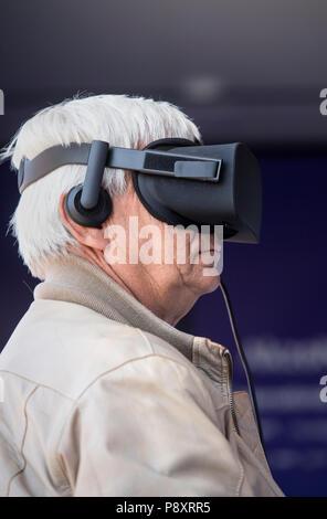 Senior man using a virtual reality headset - Stock Image