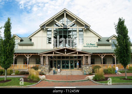 L.L. Bean outdoors equipment store, Freeport, Maine, USA. - Stock Image