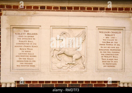 The Niblett Pegasus in the temple Bar area of the Inns of Court in central London. It used to adorn the entrance to Niblett hall lecture rooms. - Stock Image