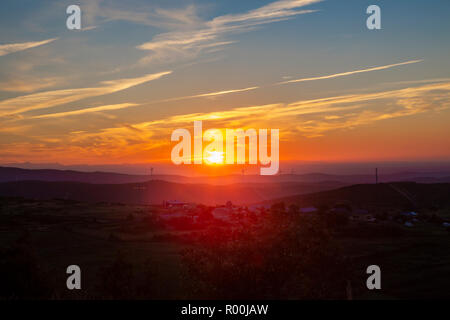 Camino de Santiago (Spain) - Sunshine landscape along the way of St.James near the Cruz de Hierro - Stock Image