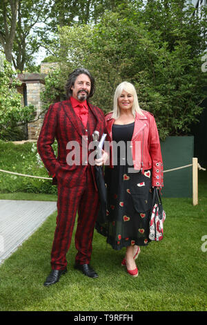 Lawrence Llewellyn-Bowen and his wife Jackie at the RHS Chelsea Flower Show at the Royal Hospital Chelsea, London. - Stock Image