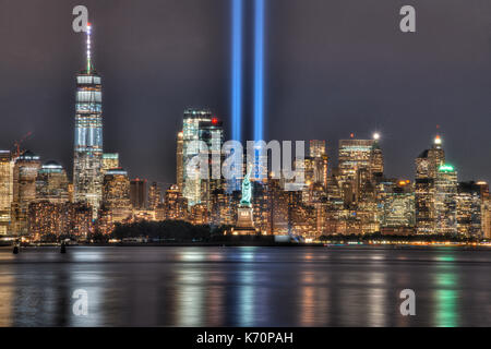 9/11 Memorial Beacons & Statue of Liberty - Stock Image
