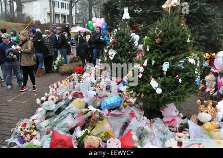 Newtown CT USA--Decorated Christmas trees, stuffed animals, flowers and candles at the makeshift memorial in the - Stock Image