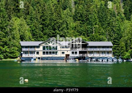 Ocean House floating resort at Stads K'uns Gawga (Peel Inlet) Haida Gwaii - Stock Image