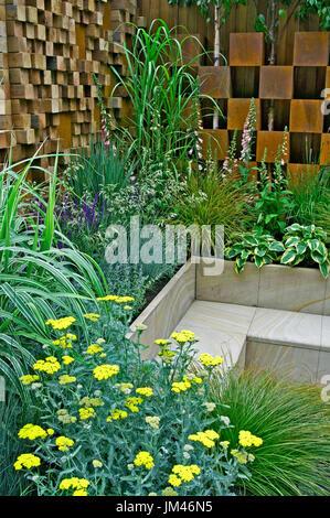 Contemporary Urban  city garden - Stock Image