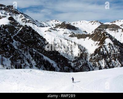 Snowshoeing on Crête de Curlet near St Véran, Parc regional du Queyras, French Alps - Stock Image