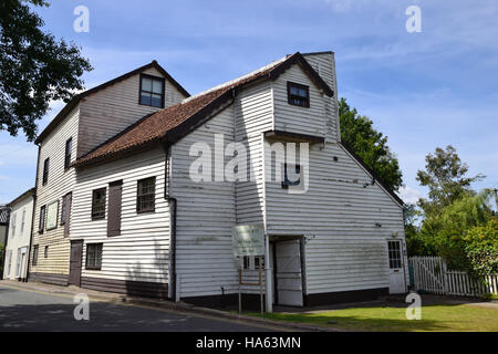 Loddon Mill a watermill on the banks of the River Chet in East Anglia on the Norfolk Broads. - Stock Image