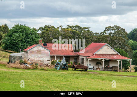 Rustic farmhouse outside Daylesford, a popular weekend destination in the Central Highlands goldfields of Victoria, - Stock Image