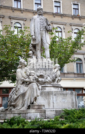 BUDAPEST, HUNGARY - SEPTEMBER 20, 2017: This beautiful marble monument of Ignaz Semmelweis was sculpted in 1906 by Hungarian sculptor Alojs Stróbl. It - Stock Image
