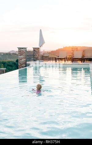 Girl swimming in swimming-pool - Stock Image