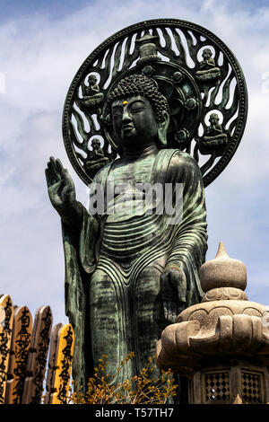 Myohoji Rotating Buddha - Myohoji is a Buddhist Temple of the Nichiren sect, most famous for its unique rotating Buddha.  This bronze Buddha is surpri - Stock Image