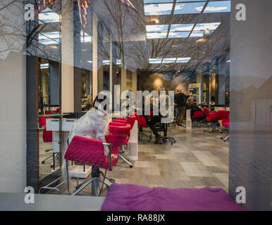 Scene at a Bergen hairdressers, Bergen, Norway. - Stock Image