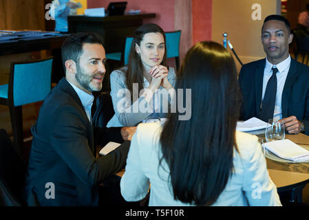 Business people sitting in bar - Stock Image