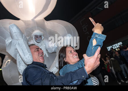Bournemouth, UK. 29th September 2018. The Arts by the Sea Festival gets underway with all manner of colourful street performances, art, dance and music in the centre of Bournemouth. Saturday night performances shown here Herbert's Dream and two people getting a selfie. Credit: Thomas Faull/Alamy Live News - Stock Image
