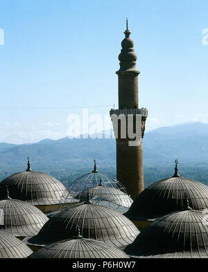 Turkey. Asia Minor. Bursa. The Great Mosque of Bursa (Ulu Camii), built in the Seljuk Style between 1396-1399. Its construction was ordered by the Ottoman Sultan Bayesid I.1396-1399. Minaret and domes which cover the prayer room. - Stock Image