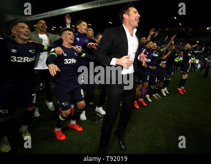 Derby County manager Frank Lampard and his team celebrate victory after the Sky Bet Championship Play-Off, Semi Final, Second Leg match at Elland Road, Leeds. - Stock Image
