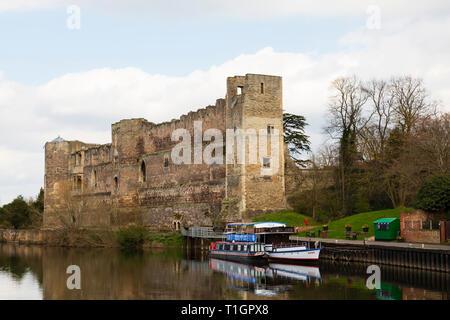 Newark Castle and pleasure trip boats on the River Trent, Newark on Trent, Nottinghamshire, England - Stock Image