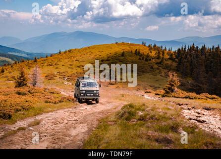 Vintage Volkswagen minivan on the Romanian mountains off road, Cindrel mountains, Sibiu county, Romania - Stock Image