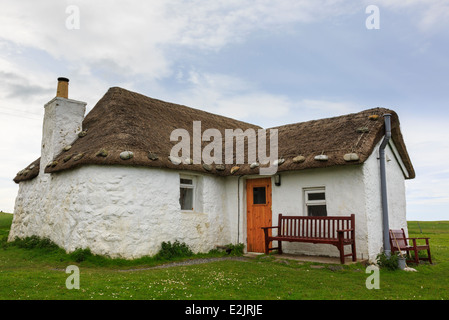 Youth Hostel in old thatched blackhouse cottage with whitewashed walls. Howmore South Uist Outer Hebrides Western - Stock Image