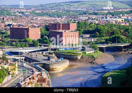 Bristol, England, UK - May 22, 2007: Traffic flows along the Brunel Way road system over the River Avon in the Ashton neighbourhood of Bristol. - Stock Image
