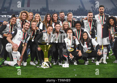 Final Joy Group with Trophy (Juventus Women) and Giorgio Chiellini (Juventus) Sami Khedira (Juventus)    during the Italian 'Serie A' match between Juventus 1-1 Atalanta at Allianz  Stadium on May 19 , 2019 in Torino, Italy. (Photo by Maurizio Borsari/AFLO) - Stock Image
