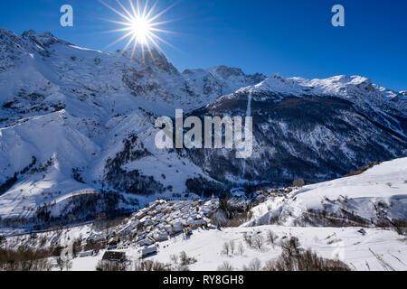 La Grave, Hautes-Alpes, Ecrins National Park, Alps, France: The village of La Grave with La Meije mountain peak in Winter (winter sport ski resort) - Stock Image