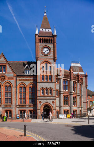 The Victorian Town Hall in Reading, Berkshire, designed by the architect Alfred Waterhouse - Stock Image