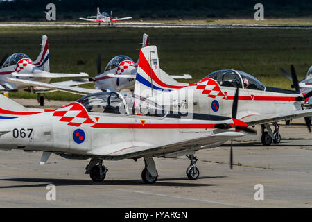 Krila oluje Wings of storm aerobatic group Croatia Croatian HRZ i PZO Zemunik propeller training advanced Pilatus - Stock Image