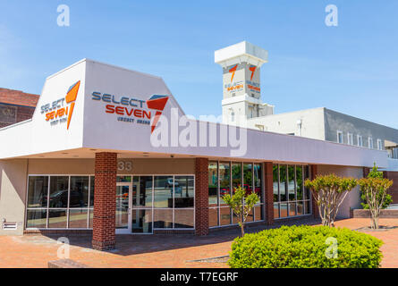 JOHNSON CITY, TN, USA-4/27/19: Front building exterior  of the Select Seven Credit Union, a community-based financial institution. - Stock Image