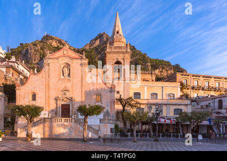 Morning square Piazza IX Aprile with San Giuseppe church, Taormina, Sicily, Italy - Stock Image