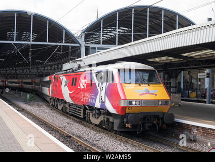 InterCity 225 train hauled by Class 91 electric locomotive 91101 named Flying Scotsman at Newcastle Central Station, Newcastle upon Tyne, England, UK - Stock Image