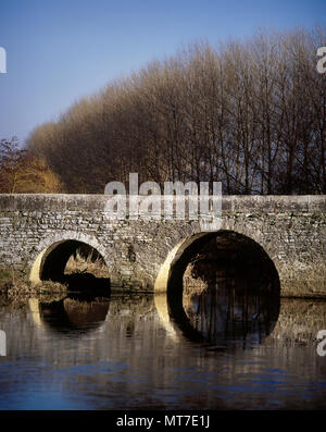 The Trespuentes Bridge over Zadorra River. With thirteen round arches it was constructed with pieces of stone and mortar, except for those stones that bear the arch. Roman origins with subsequents restorations. Detail. Iruña de Oca, province of Alava, Basque Country, Spain. - Stock Image