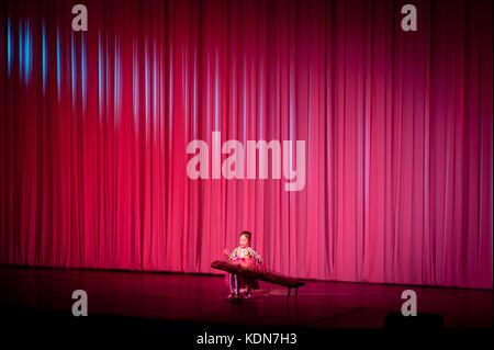 Spectacle de musique au palais des enfants de Pyongyang le 13 octobre 2012. Musical performance Pyongyang Children - Stock Image