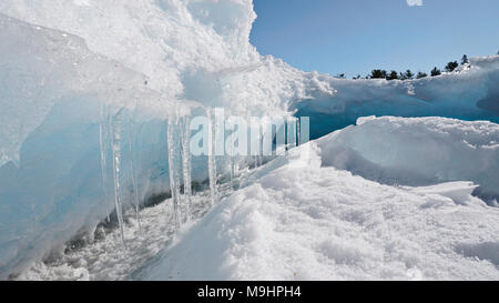 Icy shoreline of Georgian Bay in Killarney, Ontario, Canada - Stock Image