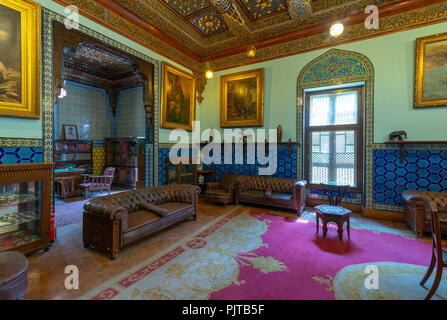 Manial Palace of Prince Mohammed Ali. Living room at the residence building with Turkish floral blue pattern ceramic tiles & vintage furniture - Stock Image
