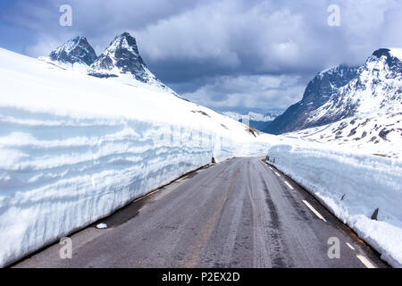 Spring, Fjellet, Mountains, Snow, Road, Passroad, Norway, Europe - Stock Image