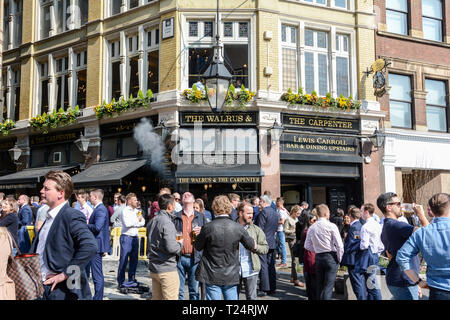 People relaxing at lunchtime outside the Walrus and the Carpenter pub in the City of London, Monument Street, London, EC3, UK - Stock Image
