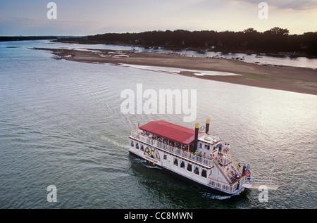 Riverboat, the Lewis & Clark, cruising on the Missouri River at Bismarck/Mandan, North Dakota, USA - Stock Image