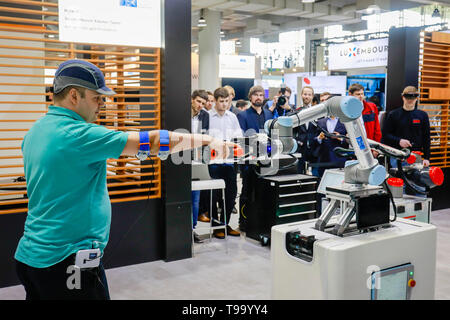 31.03.2019, Hannover, Lower Saxony, Germany - Hannover Fair, Collaborative Robot, Cobot, Human and Industrial Robots work together at the booth of the - Stock Image