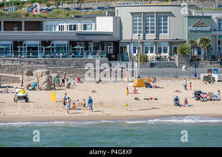 Bournemouth, UK. 22nd June 2018. UK sunny weather, people on the sandy beach in Boscombe in Bournemouth. Thomas Faull/Alamy Live News - Stock Image